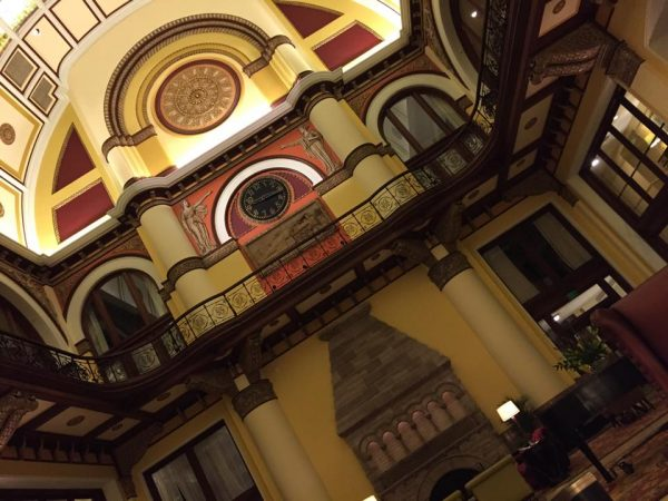 Union-Station-Hotel-lobby-ceiling-600x450